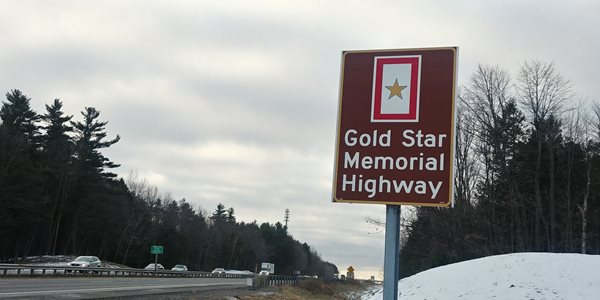 Gold-Star-Sign-on-Highway.jpg